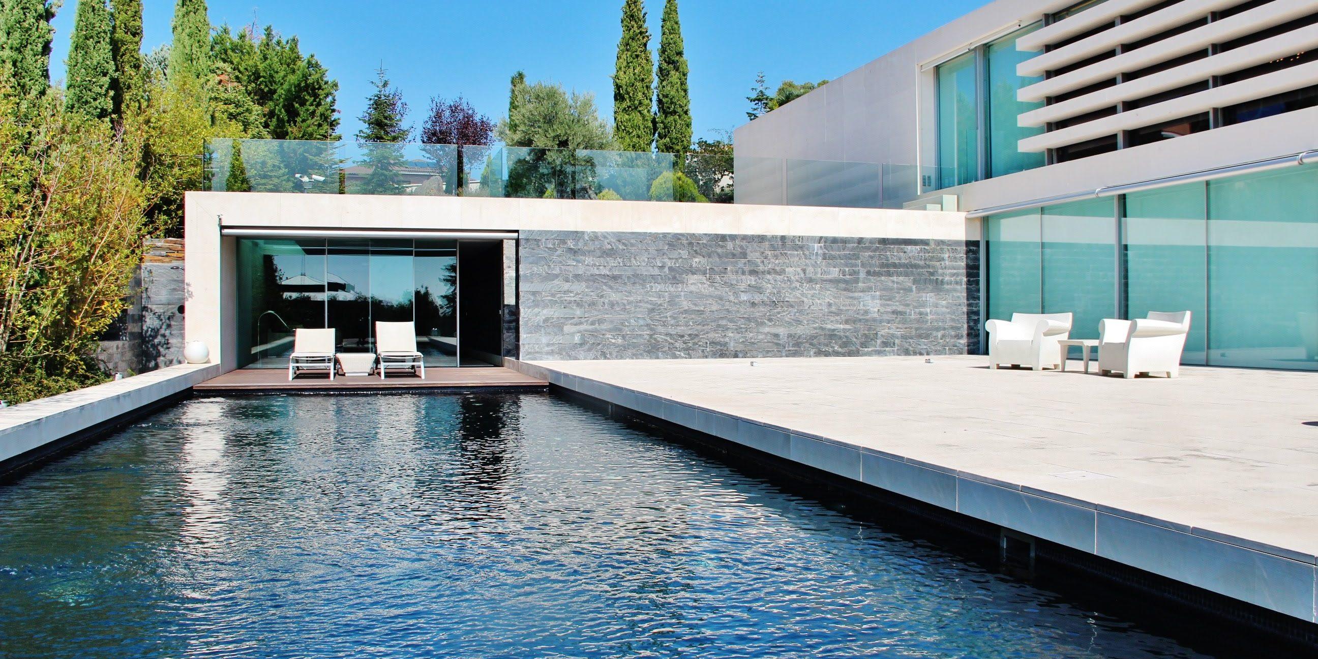 Elegancia y dise o piscinas de piedra natural santes - Piedra natural para piscinas ...